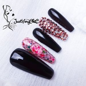 Press on nails Floral and black set of 10 size Med